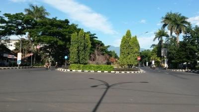 Taman (pembatas) Sebrang Stasiun