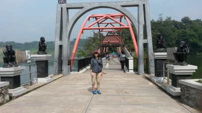 Jembatan Menuju Goa Kreo